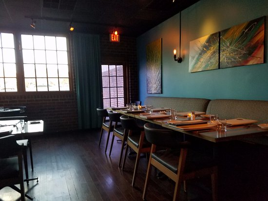 Blue Water Grill: Inside the main dining room