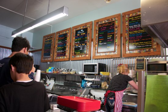 Rocky Mountain Funnel Cakes : open kitchen... nice ambiance
