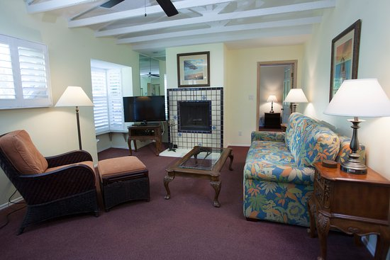longboat key chat rooms When we arrived in longboat key on  encompassing approximately 36,000 square feet with 41 rooms and 15  a chat with elena's grandson leads to an.