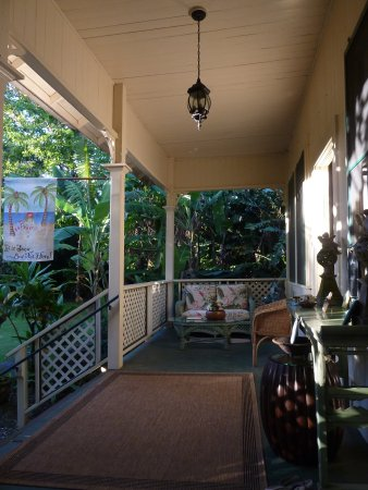 Haiku Plantation Inn: Maui Bed and Breakfast: Front porch