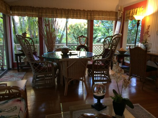 Haiku Plantation Inn: Maui Bed and Breakfast: Breakfast nook