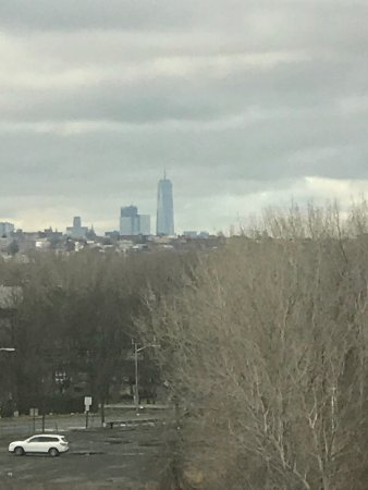 Ridgefield Park, NJ: One World Trade Center can be seen from our room!!!