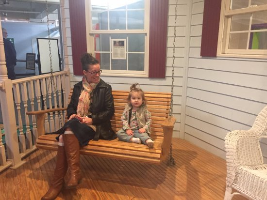 Highlands Museum and Discovery Center: Swinging with grandma!