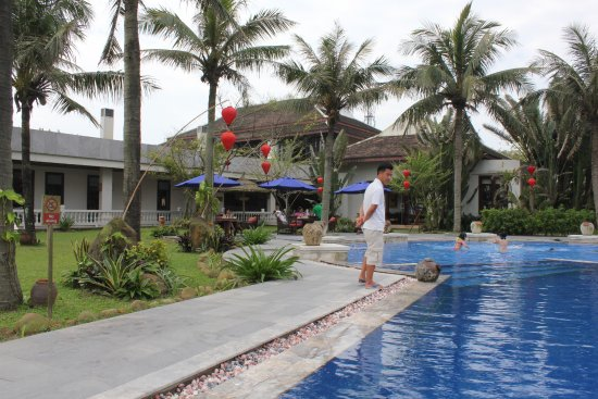 Ana Mandara Hue : POOL WITH LIFE GUARD ON DUTY