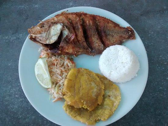 Cayo Bolivar: Peixe, arros, um bolinho de banana verde e repolho