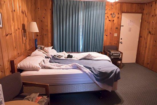 Park Motel : Main bed.