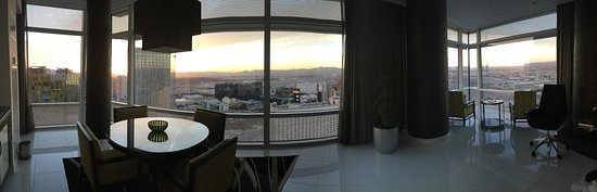ARIA Resort & Casino: Panoramic photo of the one bedroom penthouse