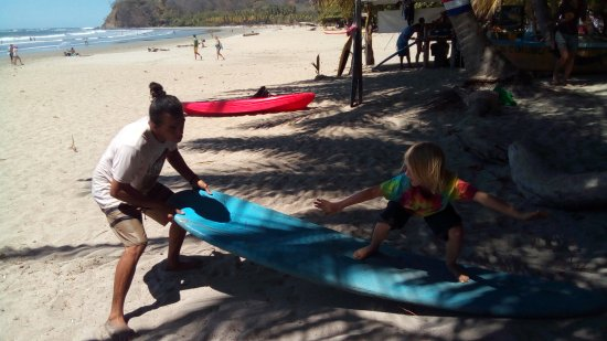 Playa Samara, Kostaryka: Specialized in surf lessons for kids