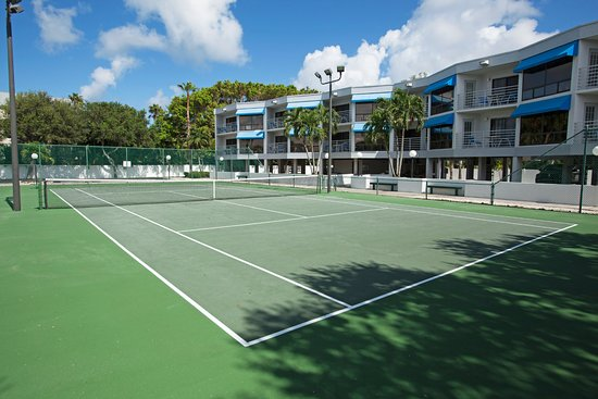 Gulf Tides of Longboat Key: Tennis court - 2017