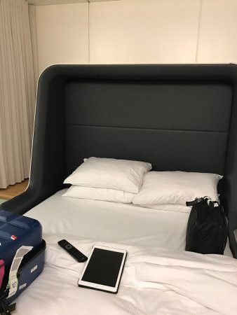 YOTELAIR London Heathrow Airport: Brilliant place to stay before an early flight. Heathrow T4