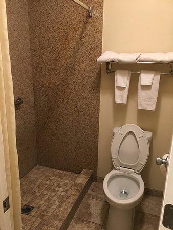 San Luis Inn & Suites: Banheiro