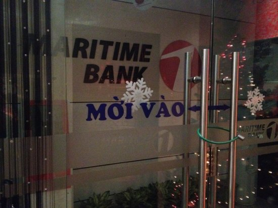 Avalon Cafe Lounge : Security at the bank next door