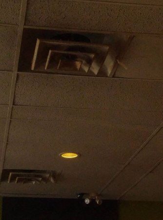 Belleville, Canada: this photo is from the vent in the ceiling, it was so gross and dirty , same with the ceiling