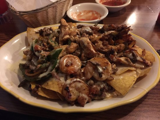 Fort Madison, Айова: Absolutely delicious! Nachos with chicken, steak, shrimp!