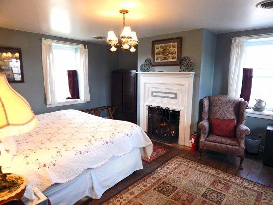 General Merritt\'s Suite - Master Bedroom with working gas ...