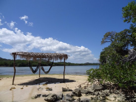 Paya Bay Resort: Hammocks over the water... Perfect spot!