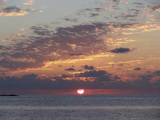 Paya Bay Resort: Fantastic sunsets!