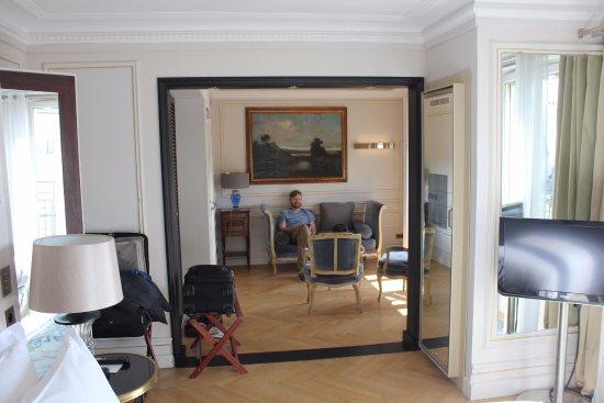 Hôtel Lancaster Paris Champs-Élysées: Room #700 Sitting Area