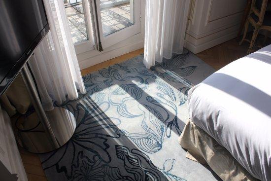 Hôtel Lancaster Paris Champs-Élysées: Room #700 Carpet Detail