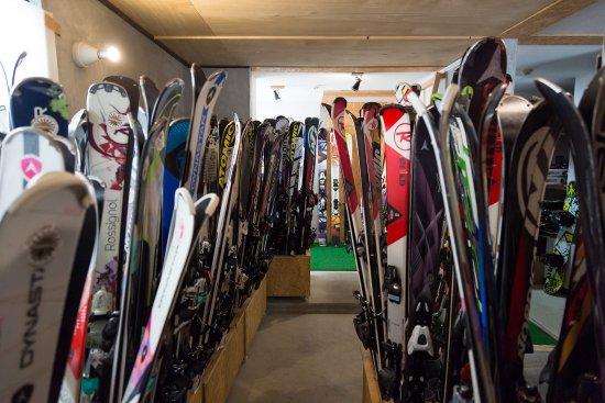 Nozawaonsen-mura, Japão: Premium Skis Available