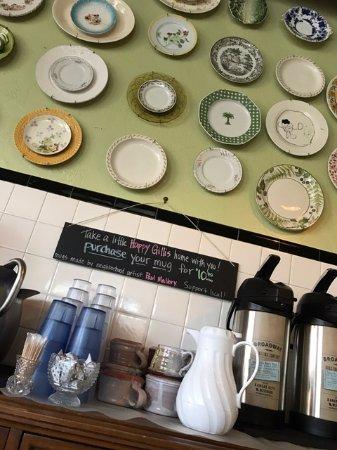 Happy Gillis Cafe & Hangout: Happy Gillis's self-self coffee bar