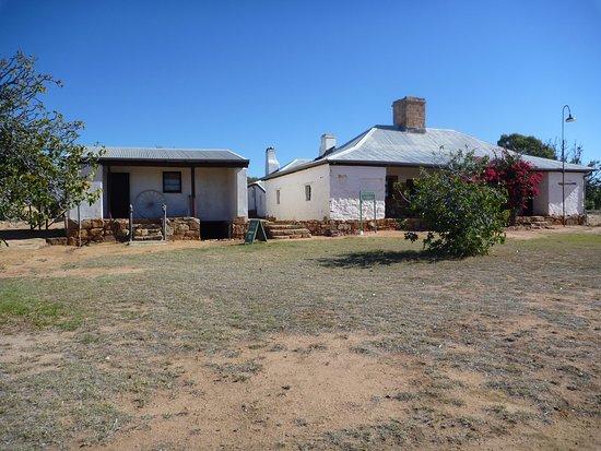 Nungarin, أستراليا: Mangowine Homestead, Nungarin - approach