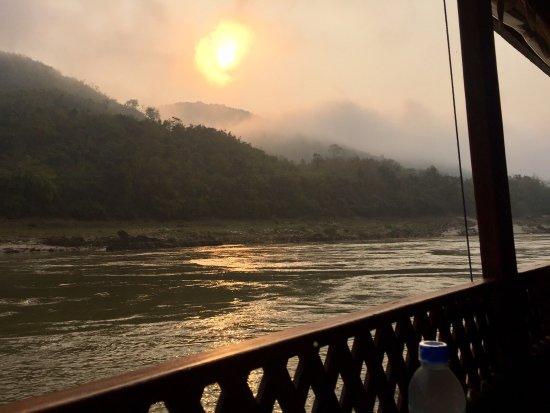 Shompoo Cruise: Morning sunrise.