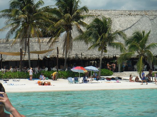 Plage d'Akumal: Looking back at the beach from the water, Lol-Ha restaurant