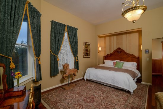 Bay Hill Mansion Bed and Breakfast: Master Suite