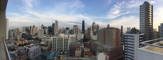 Tryp by Wyndham Panama Centro : View from pool