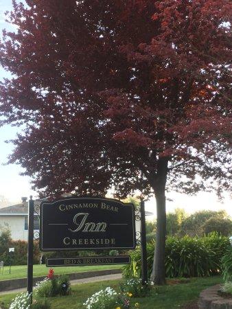 Cinnamon Bear Creekside Inn Photo