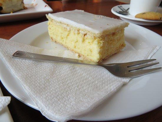 Drouin South, أستراليا: Vanilla slice.