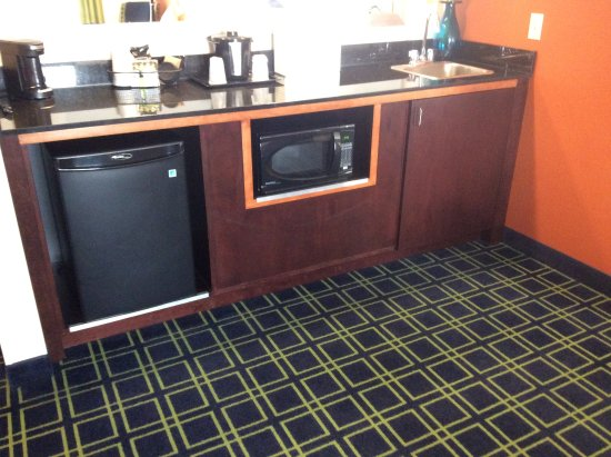 Kearney, NE: Wet bar area