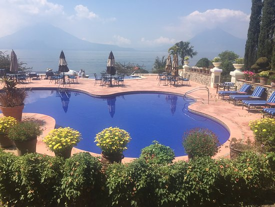 Hotel Atitlan: Taken from Hotel patio showing the pool, the Jacuzzi, the lake and the mountains