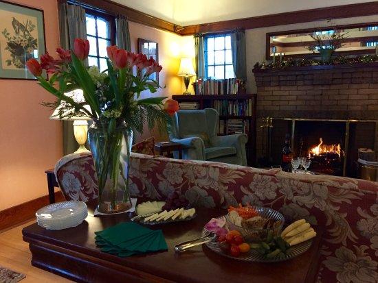 Garden Wall Inn: happy hour appetizers by the fire