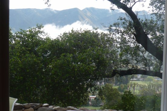 Ojai, Californien: View out the window of Garden Room