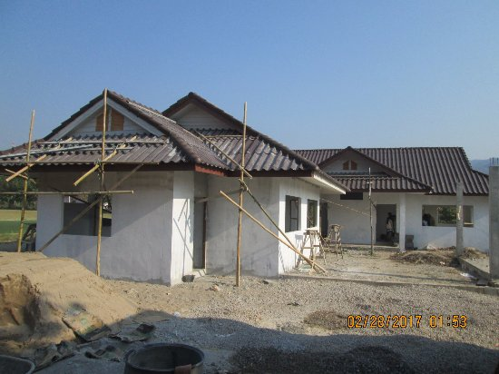 Maekok River Village Resort: school being built with the help of students