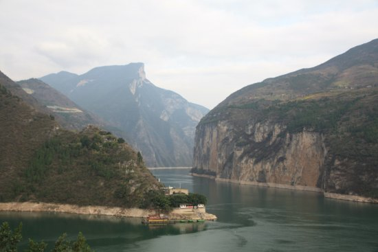 Chongqing Baidi City: View of Kui Gate / Qutang Gorge entrance from White Emperor City