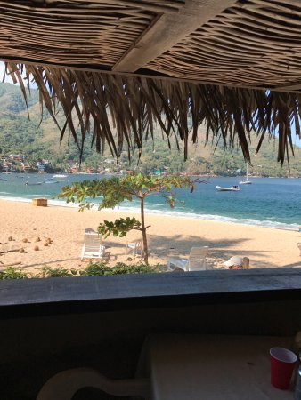 Hotel Lagunita: the panel window swings open to reveal the view of the beach