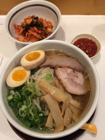 Palatine, إلينوي: Had the Shio Ramen with pepper sauce to make it spicy and a side of kimchi. All of my food was f