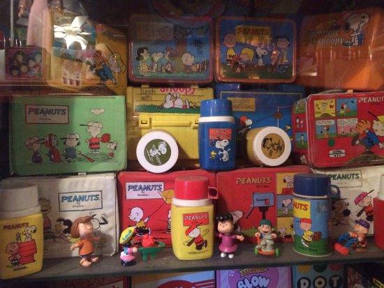 Nice, Kaliforniya: Peanuts themed items