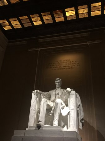 Monuments by Moonlight Night Tour: Inside the Lincoln Memorial