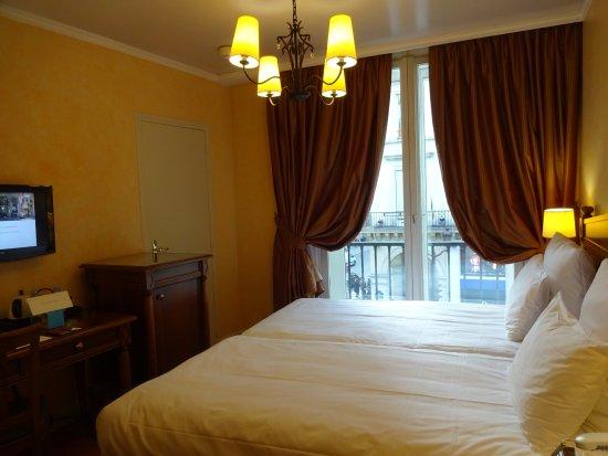 Hotel du Louvre: 部屋は狭いけれど清潔