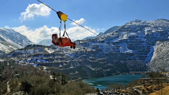 Glan Ceirw Caravan Park: Attraction - fastest zip line in the world