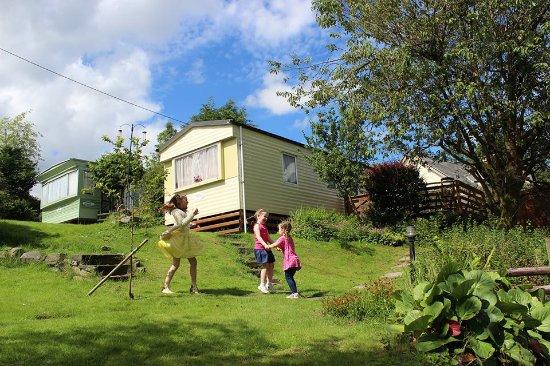 Glan Ceirw Caravan Park: children playing