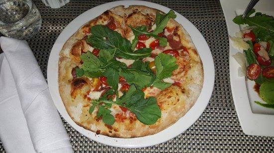 Aqua: Classic margarita pizza
