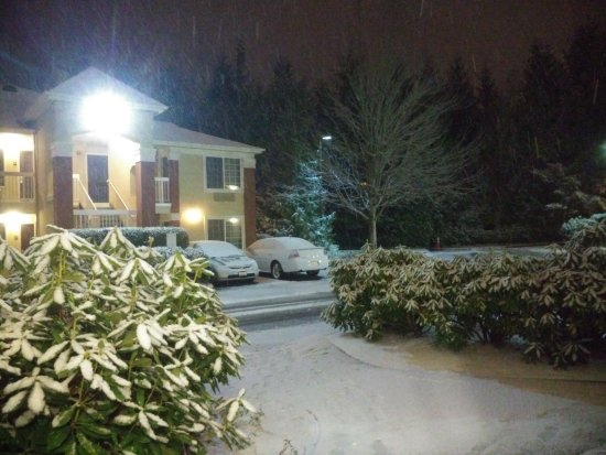 Extended Stay America - Seattle - Bellevue - Downtown : Snowing