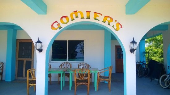 Punta Gorda, Belize: Gomier's outdoor tables