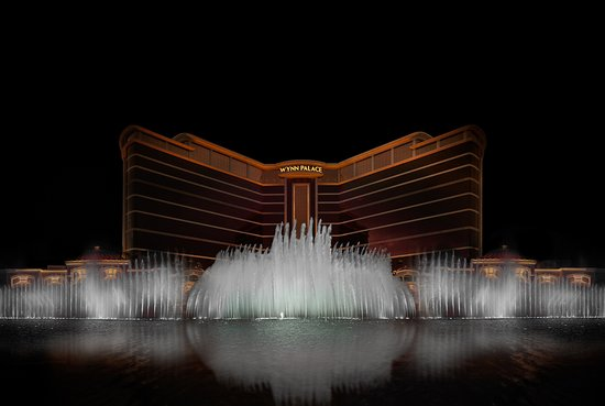 Performance Lake at Wynn Palace: Graceful plumes of water dance a romantic ballet or soar into the sky with power and precision