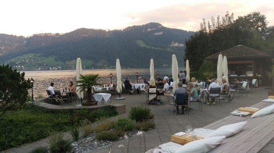 Kastanienbaum, سويسرا: Hotel has al fresco dining